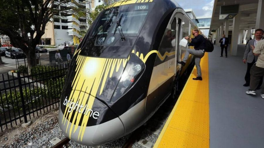 Passengers+boarded+the+Brightline+train+at+a+station+after+its+launch+last+month.+After+its+initial+launch%2C+Brightline+is+seeking+to+expand+into+Miami-Dade+county.