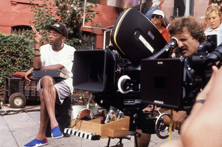 Spike+Lee+directs+%22Do+the+Right+Thing%22+in+1989.+Lee%27s+company+has+produced+over+35+films+since+1983.