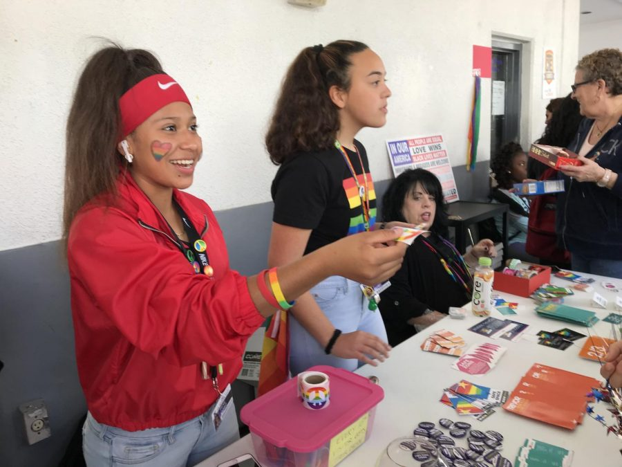 SENDING+LOVE%3A+Student+participating+in+GSA+activities+gives+colorful+buttons+and+sends+positive+messages+to+passing+students.++